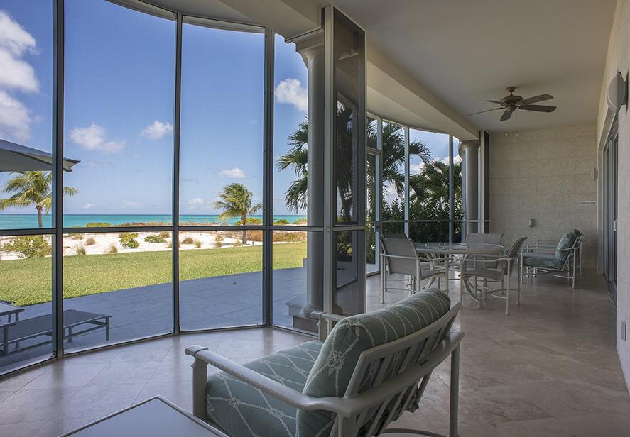 3 Bedroom Ocean Front Suite livingroom