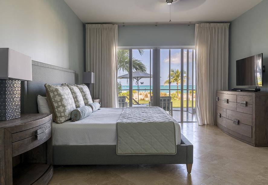 2 Bedroom Ocean Front Suite livingroom