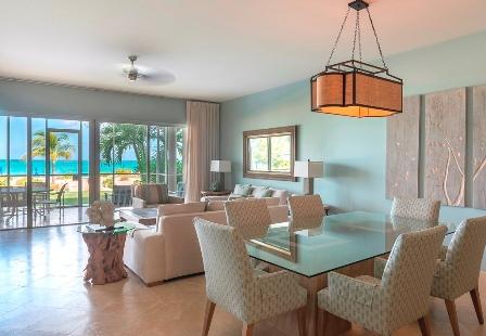 1 Bedroom Ocean Front Suite livingroom