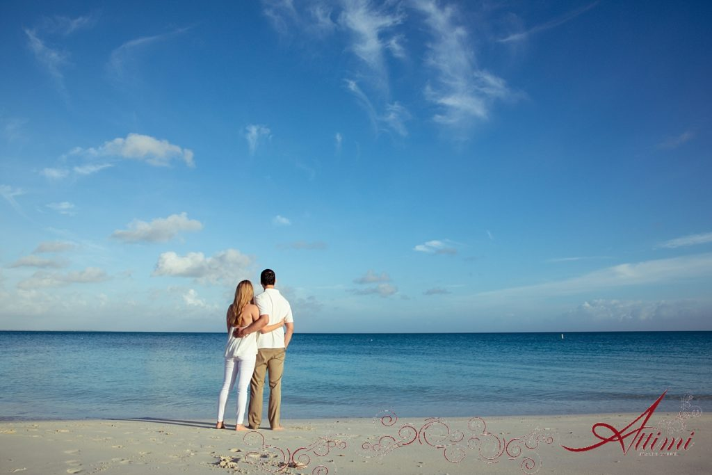 Blue beach: Attimi Photography - Getting Engaged at the Venetian on Grace Bay Beach